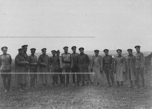 Группа офицеров бригады на маневрах.