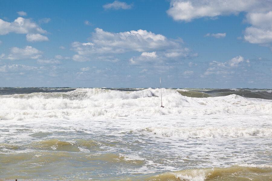 Большие волны в Анапе