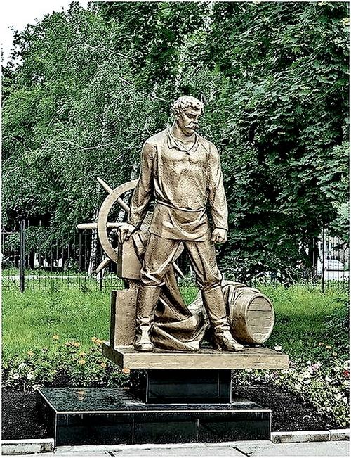 Памятник артисту Павлу Луспекаеву - исполнителю роли таможенника.jpg