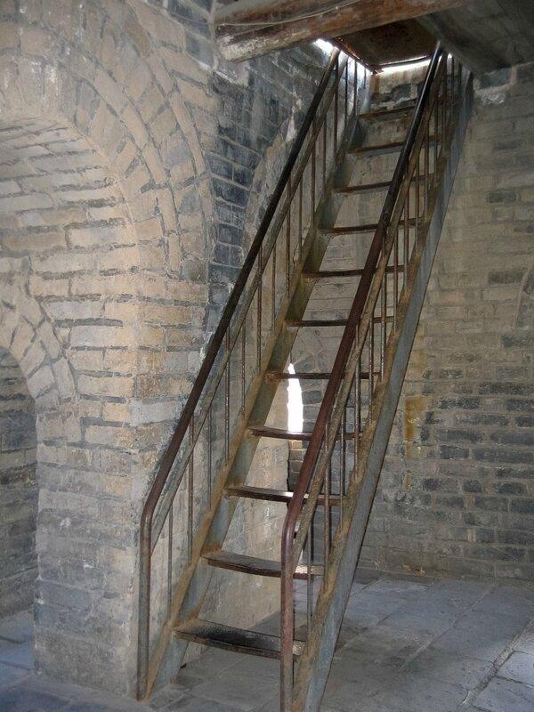Лестница внутри Сигнальной башни, Великая китайская стена, Бадалин