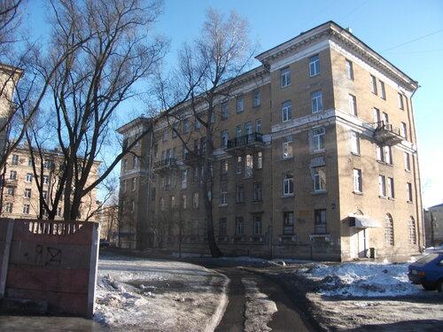 ул. Полярников 13