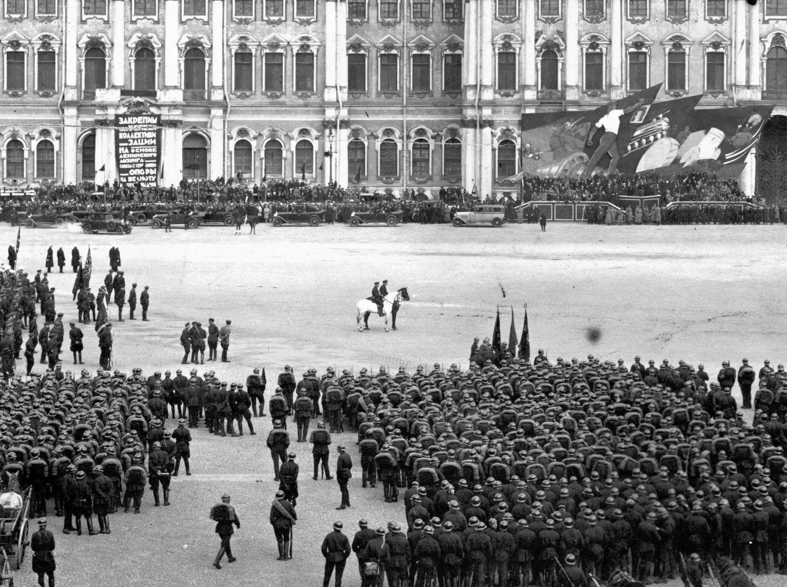 1 мая 1930 года в Ленинграде.