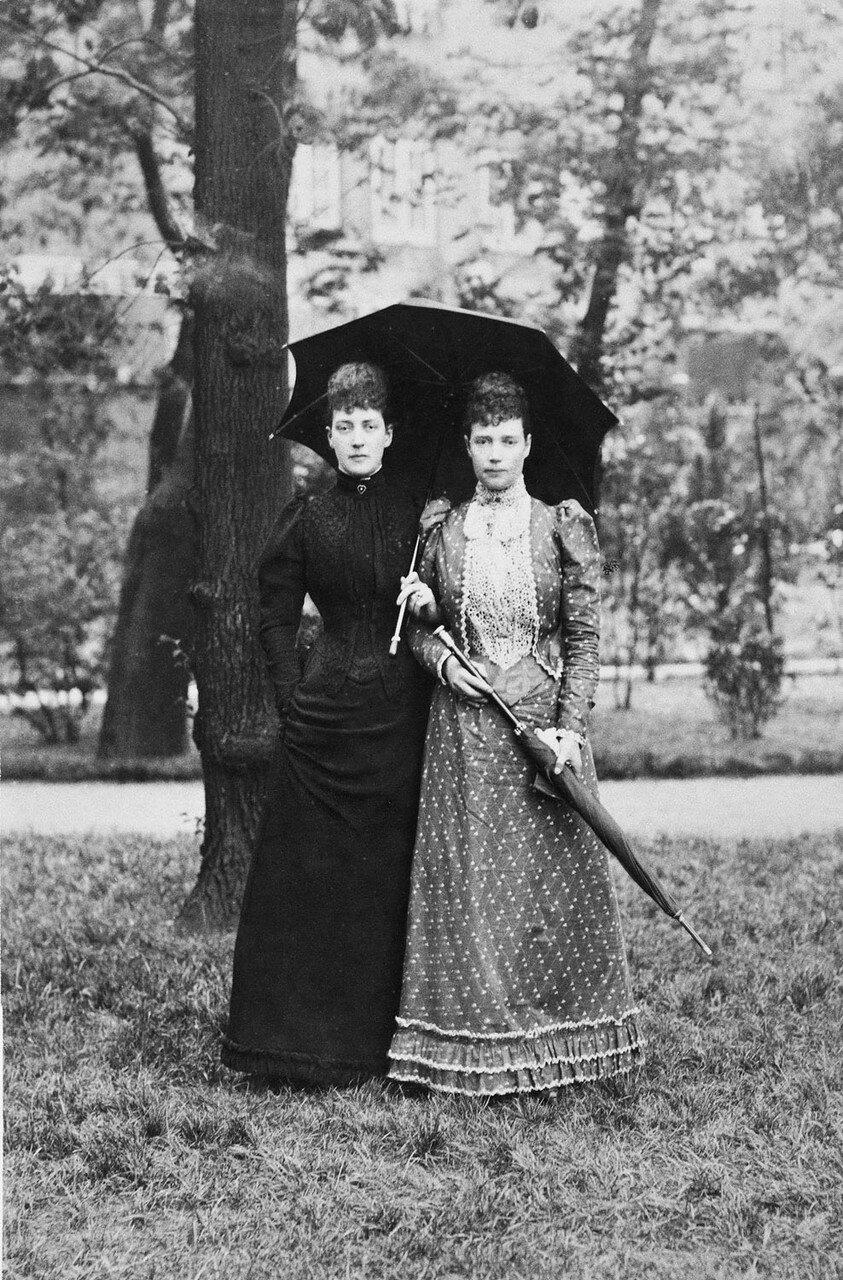 1892. Императрица Мария Федоровна России и Александра Датская
