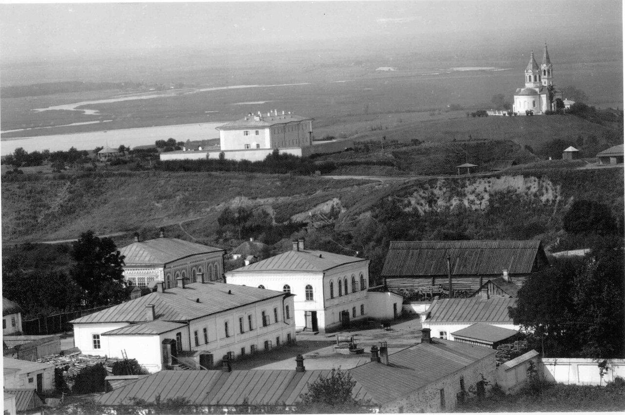 Вид на Никольскую церковь. Фотография сделана с колокольни Благовещенской церкви. 1907.