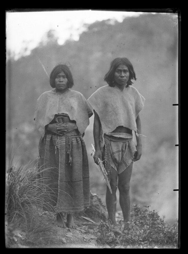 1892. Мужчина и женщина из племени тараумара. Чихуахуа