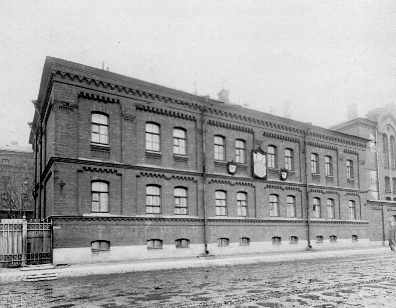 Фасад здания тюрьмы