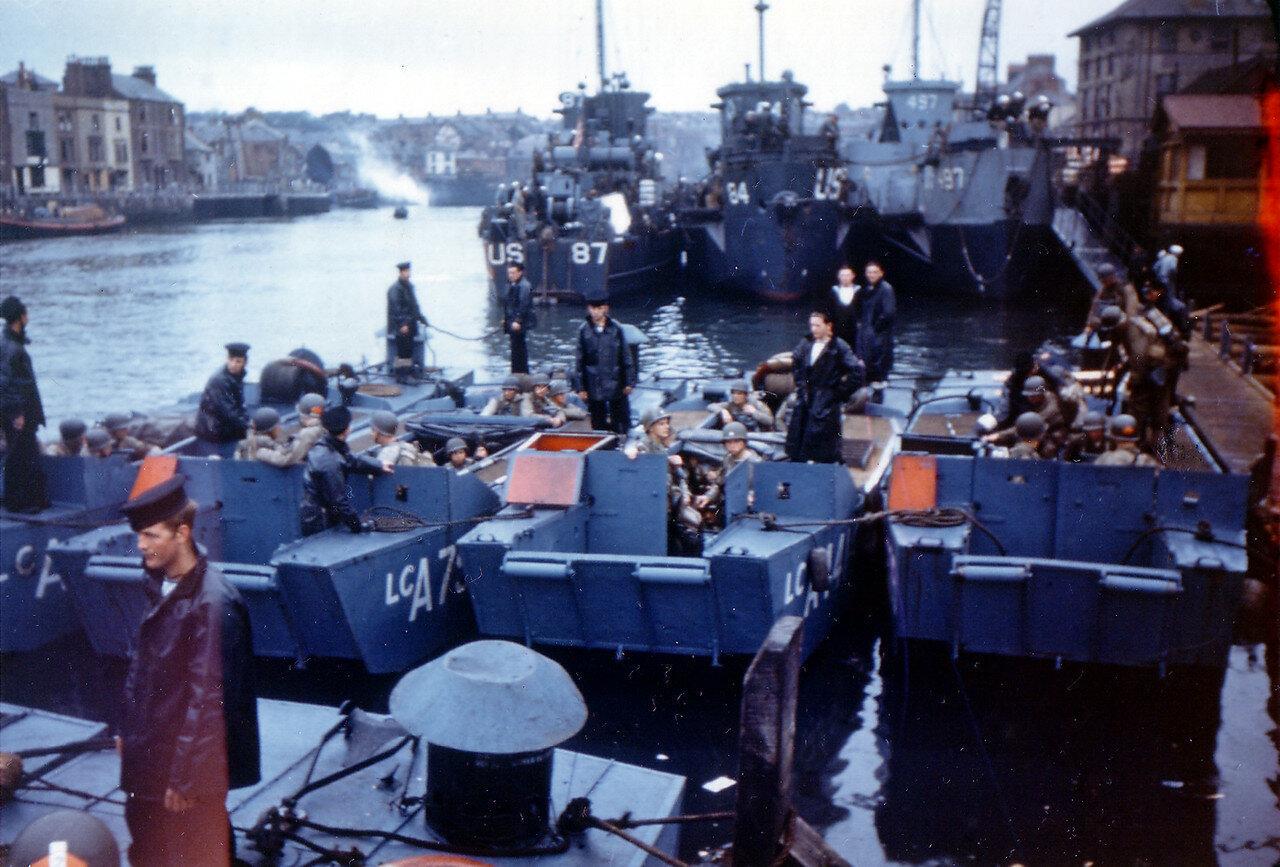 06. Великобритания. Погрузка на корабли в начале июня 1944. Операция Оверлорд