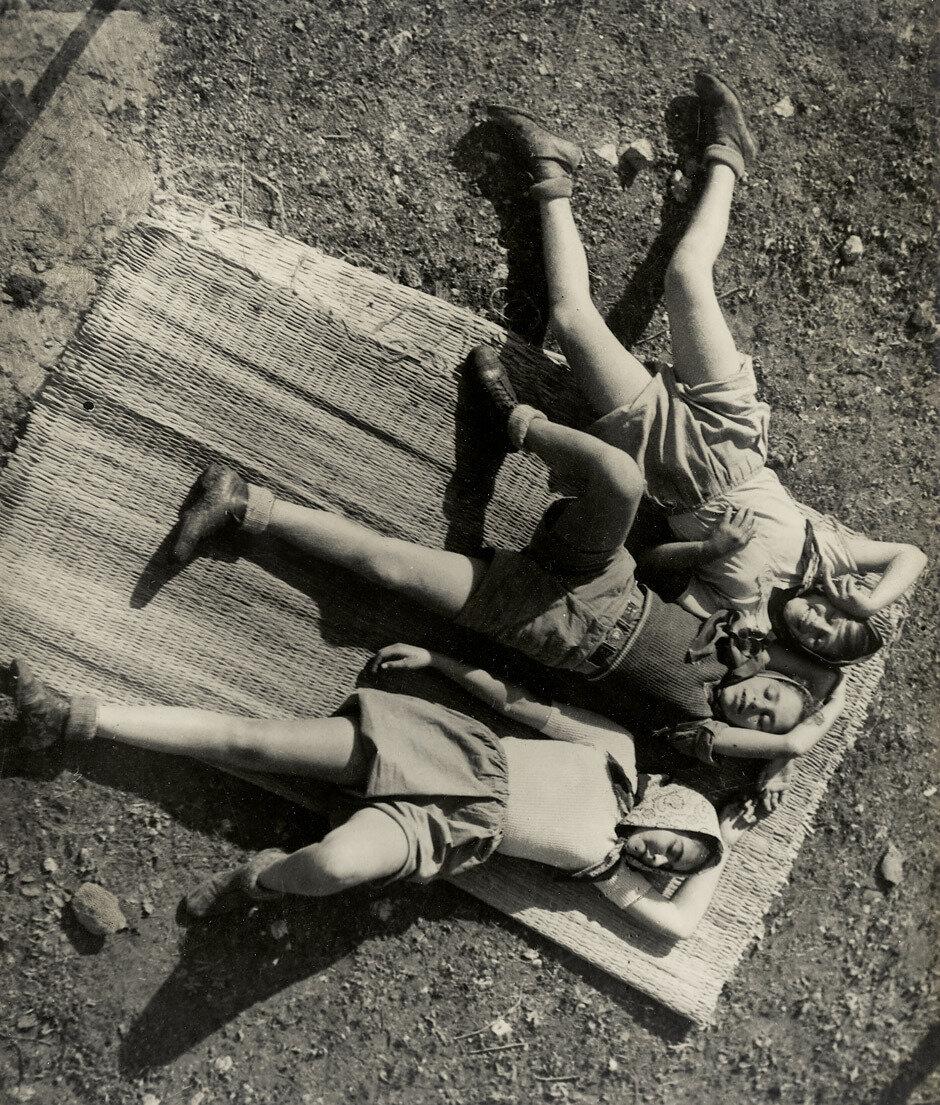 1937. Кибуцники отдыхают