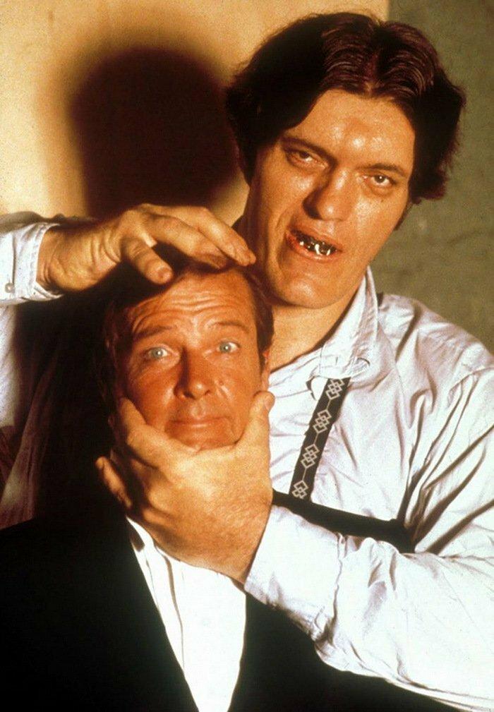 1977. Роджер Мур и Ричард Кил на съемках фильма «Шпион, который меня любил»