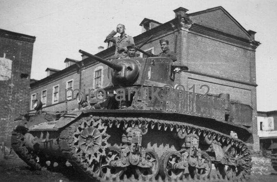 захваченный немцами легкий танк М3л.