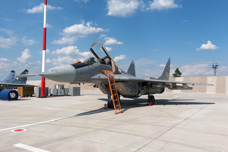 Микоян-Гуревич МиГ-29 (RF-92172 / 35 синий) D709204