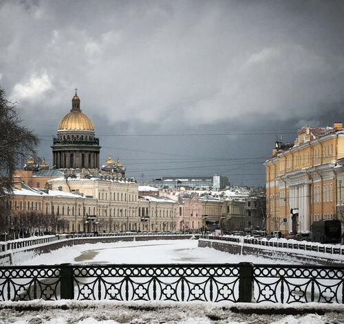 06-Alexander_Alekseev-View_from_the_Kissing_bridge.jpg