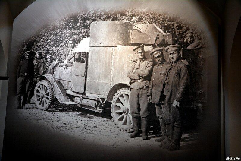Фотография русского бронеавтомобиля и его экипажа