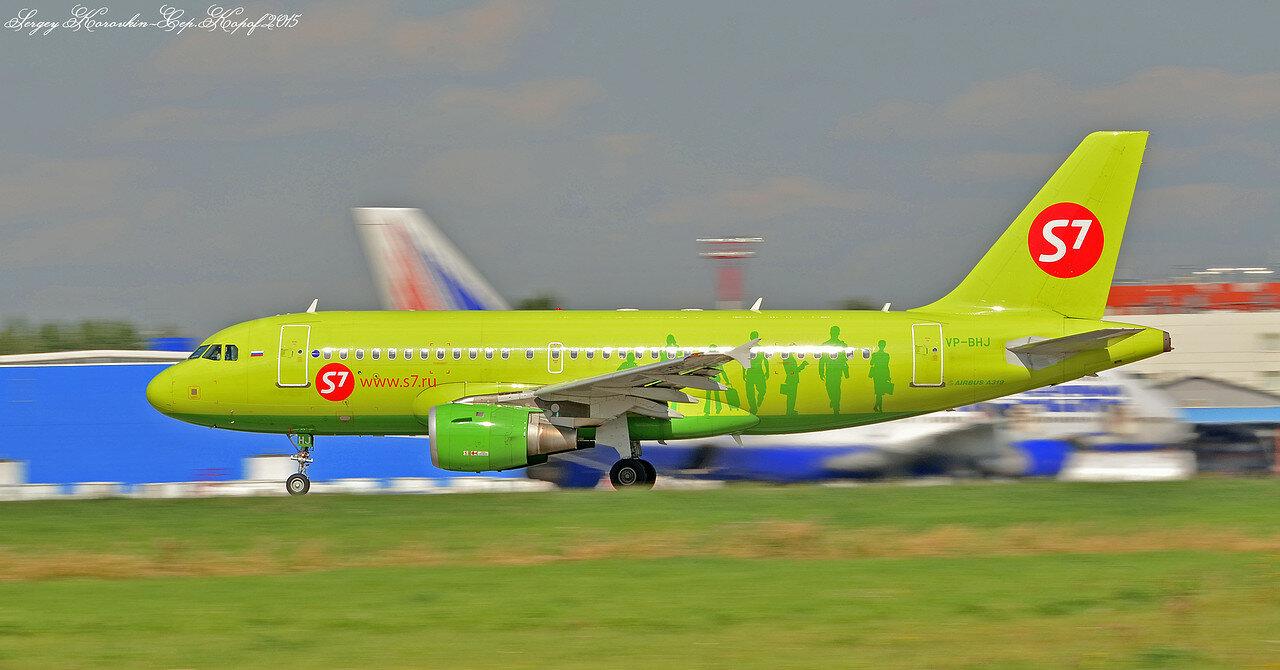 VP-BHJ Airbus A319-114 S7 Airlines.JPG