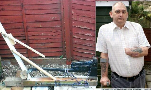Байкер построил гильотину, чтобы отрубить себе руку
