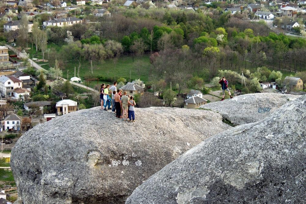 На скалах Бахчисарая открывается великолепная панорама города. Фото - Д.Коробейников