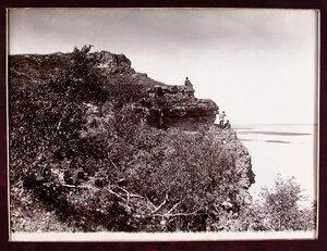 Вид Девичьей горы на берегу р. Волги.