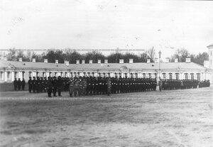 Личный состав 6-ой лейб-гвардии Донской Казачьей батареи на параде у Екатерининского дворца.