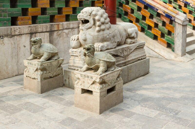 Лев и черепахи, монастырь Юнхэгун, Пекин