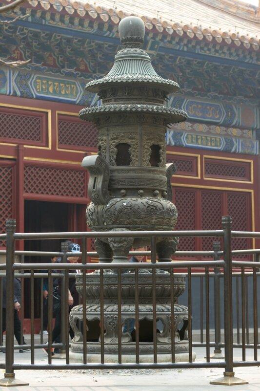 Бронзовая курильница, монастырь Юнхэгун, Пекин