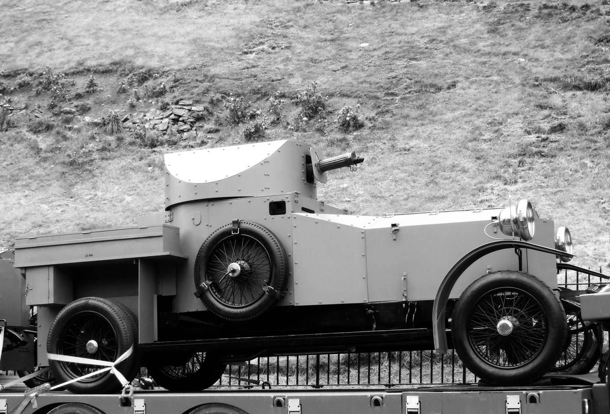 Бронеавтомобиль Rolls Royce на современном фото