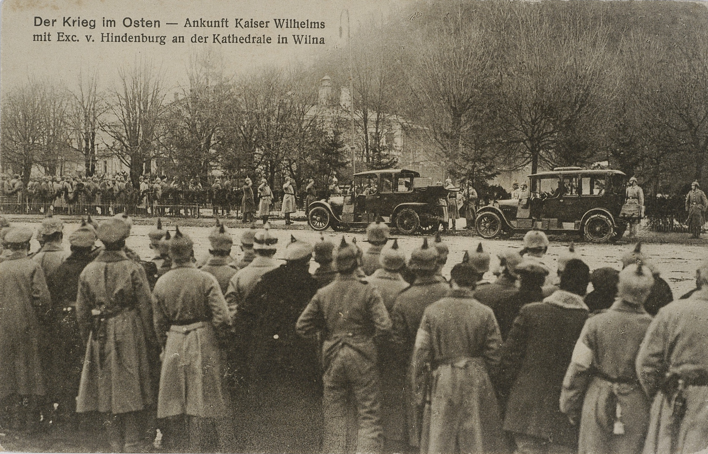 Посещение кайзером Вильгельмом и фельдмаршалом Гинденбургом собора в Вильнюсе. 1916