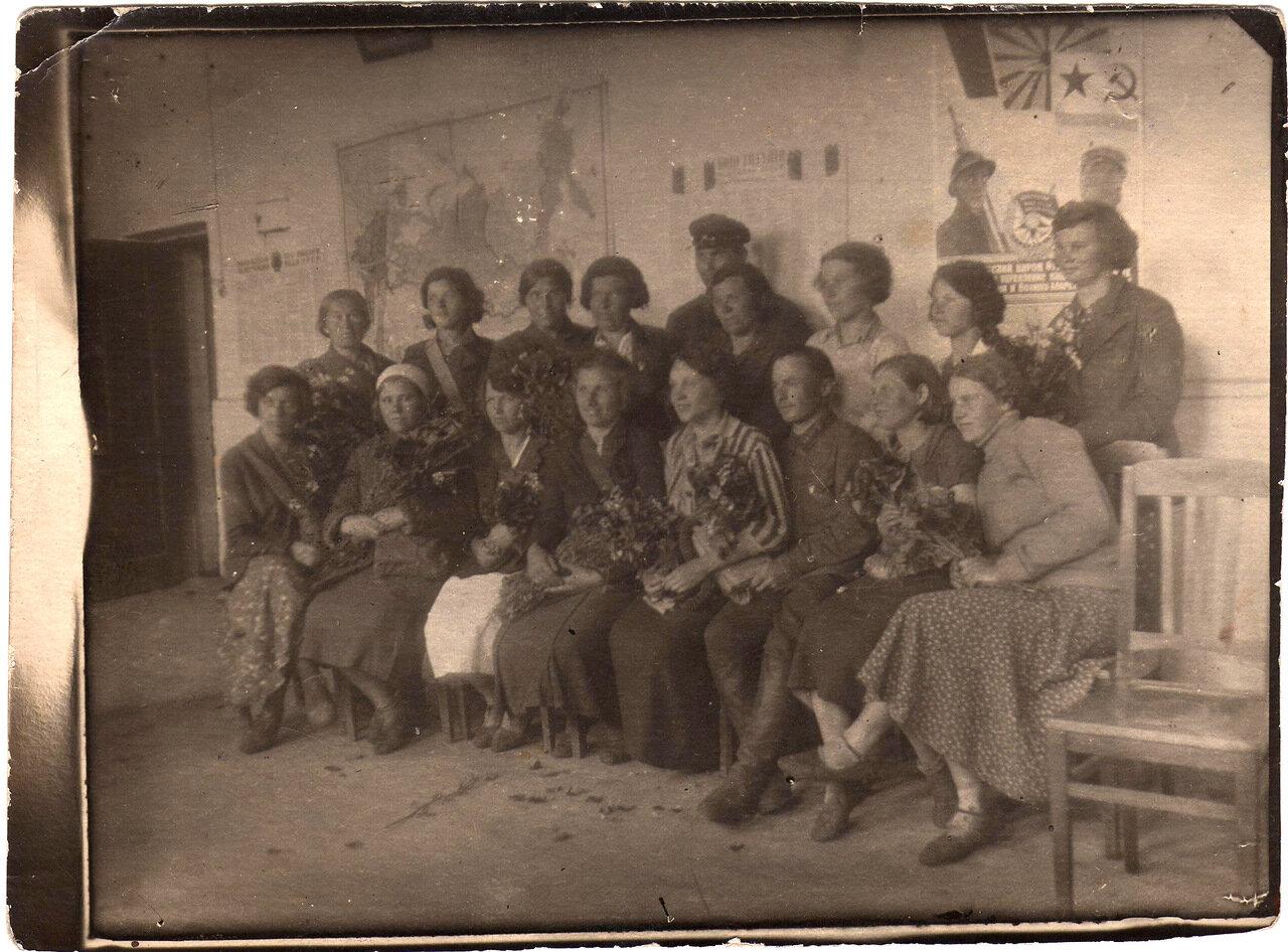 1938. Переход в противогазах руководитель хим техник Т.Нисмеянов