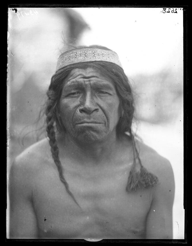 1895. Индеец племени Уичоли из района Мексиканских гор. Местный создатель стрел