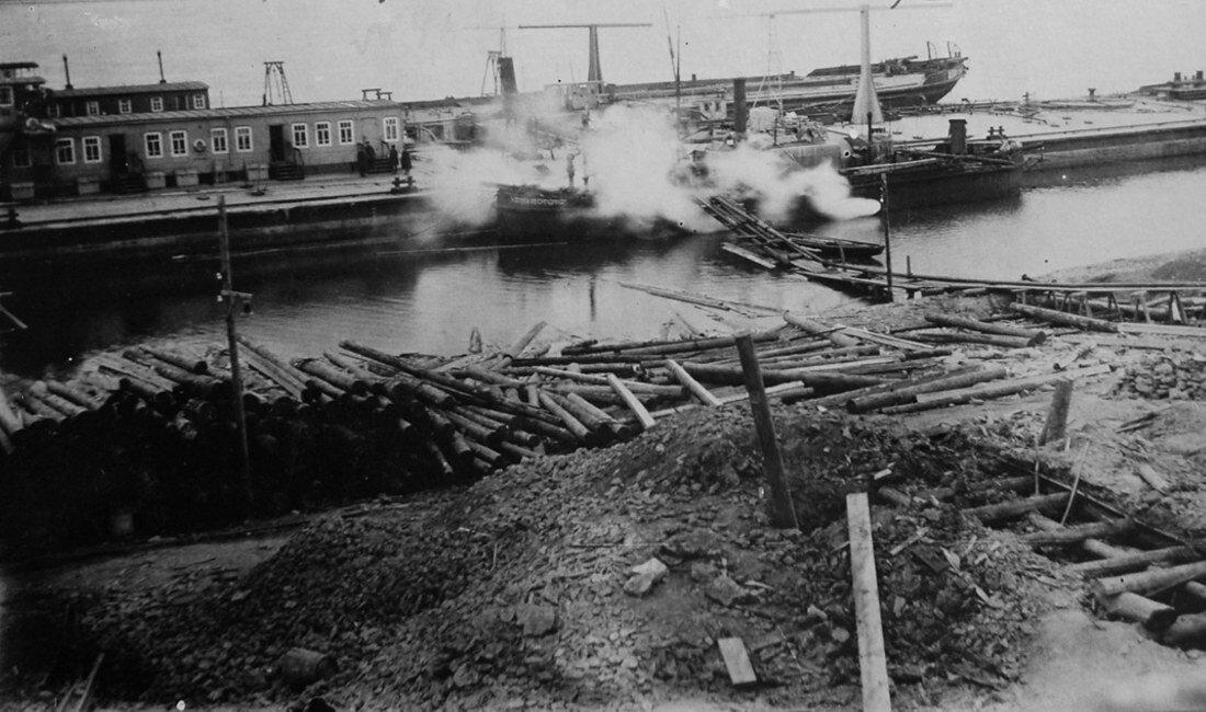 1931. Закачка нефтехранилища мазутом с подогревом от теплоходов