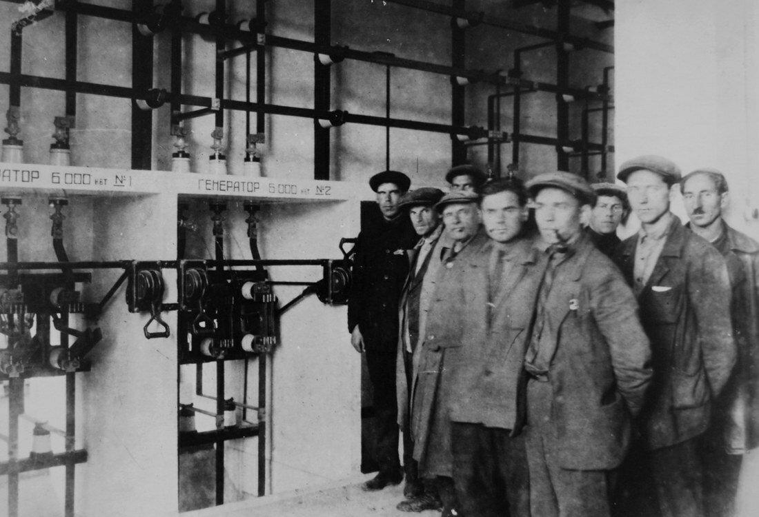 1931. Закончен монтаж ячеек фидеров РУ 6 кВт, 1-й секции