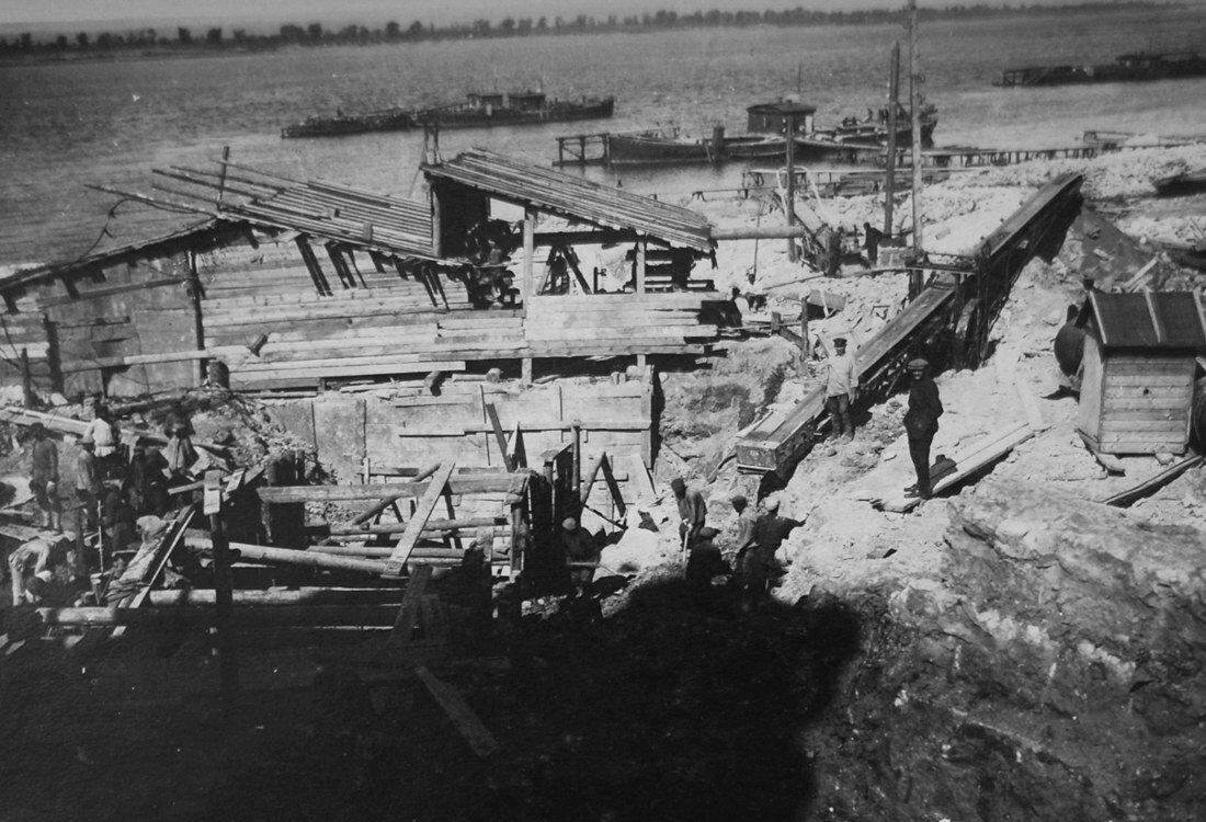 1931. Отрытие котлована под всасывающие трубы