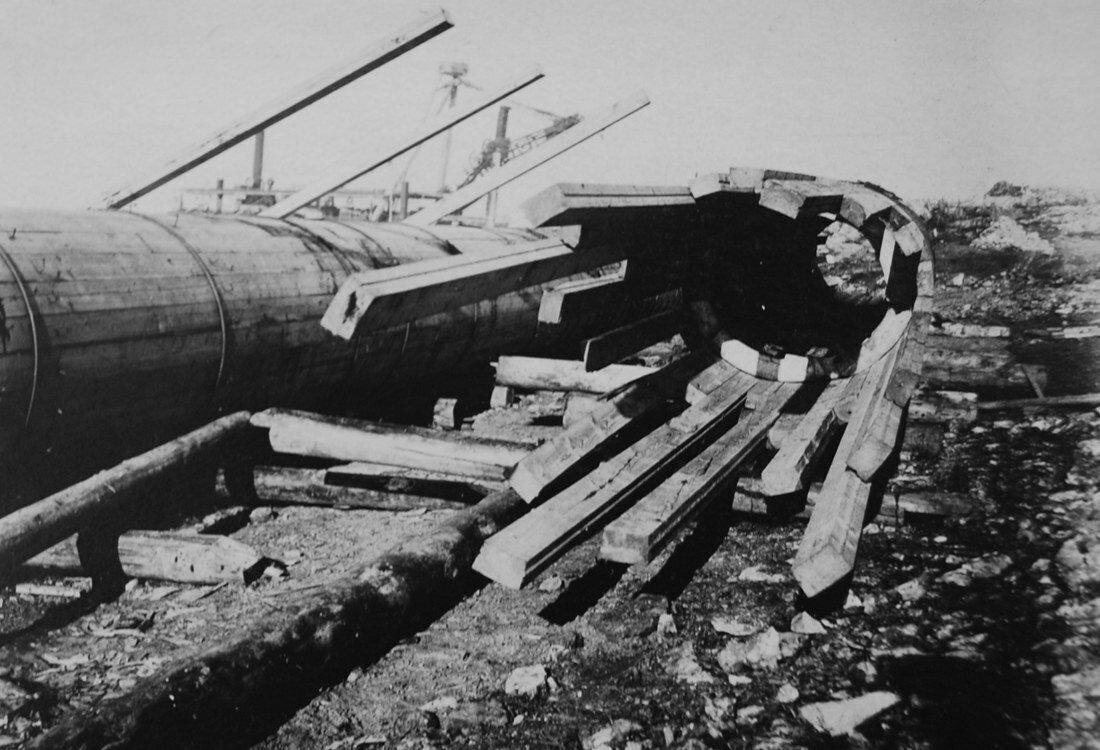 1931. Сборка деревянной трубы диаметром 1,2 метра