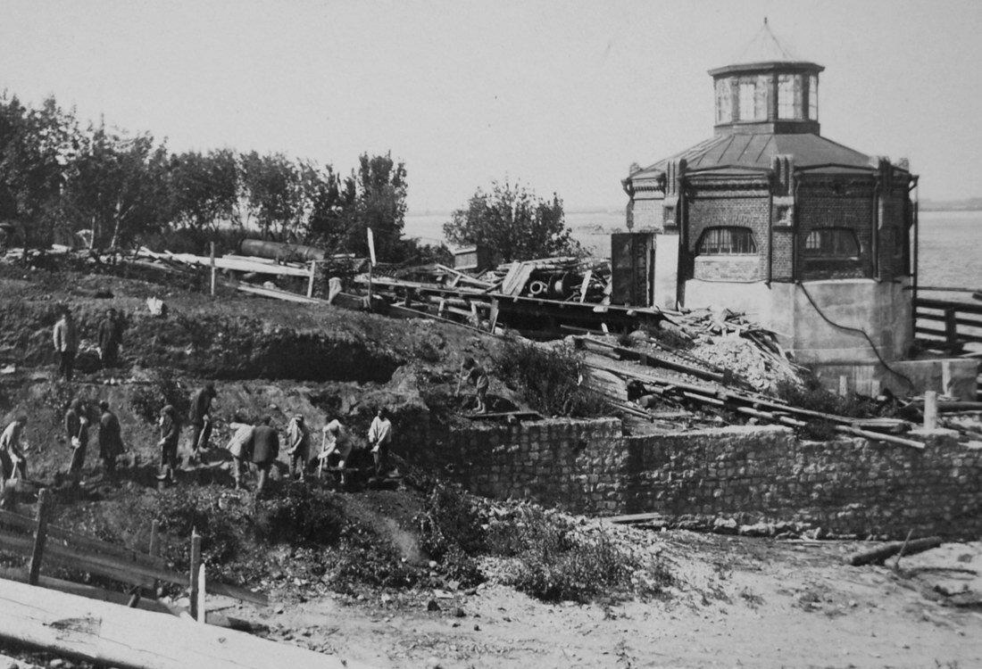 1934.  вынута первая лопата грунта под нефтебак у насосной