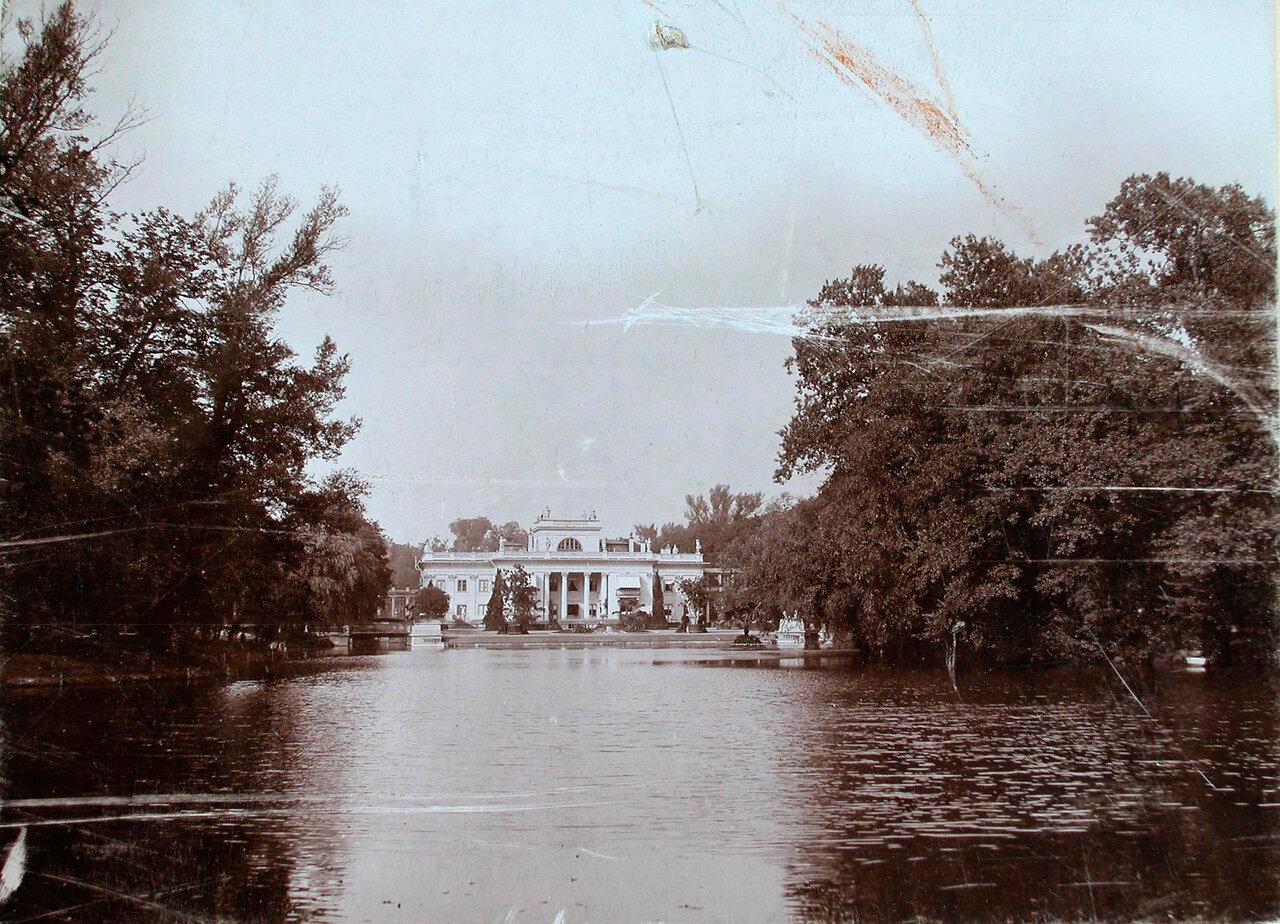 01. Общий вид Лазенковского дворца со стороны пруда