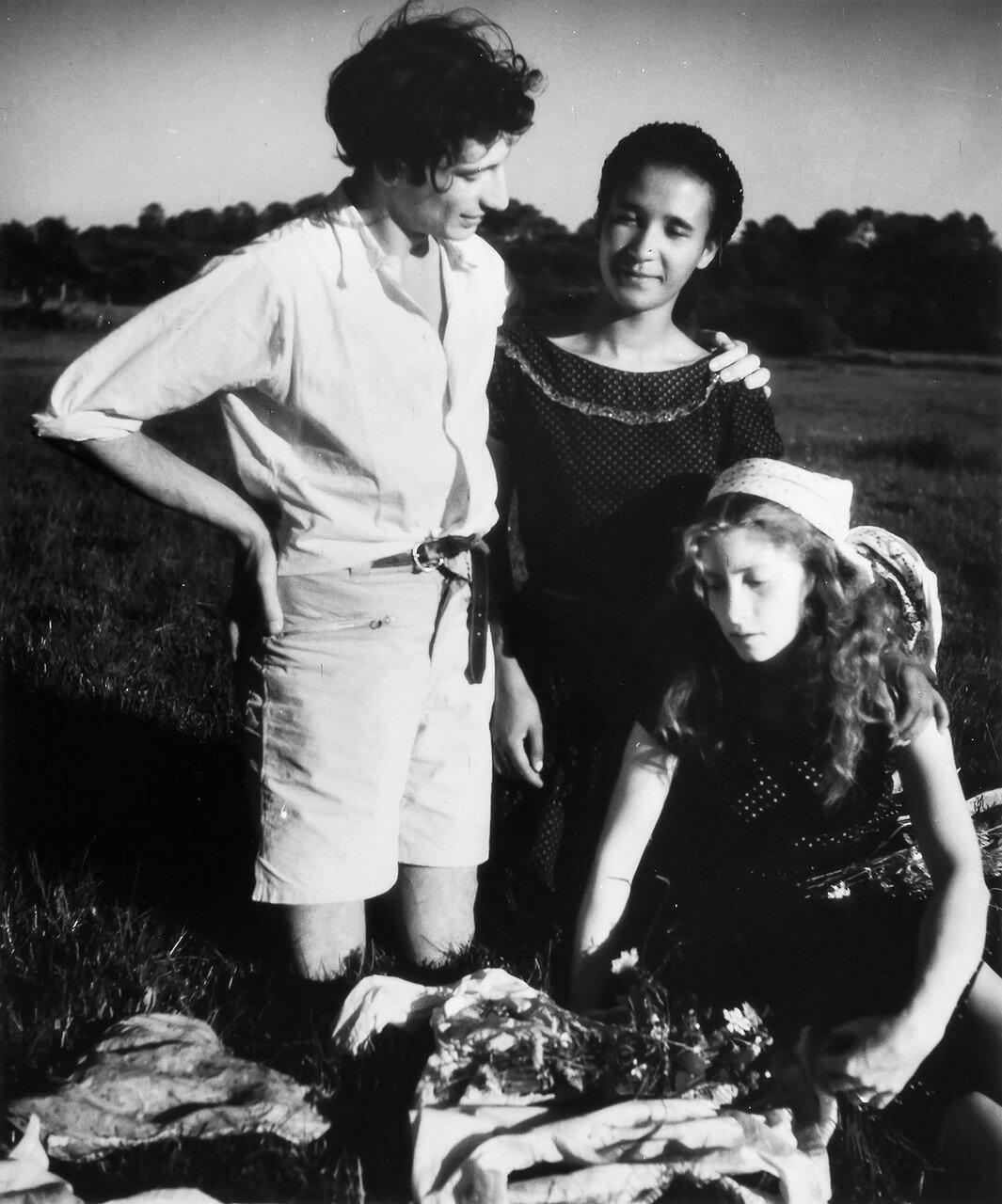 1947. Автопортрет С Лейлой и Сегой