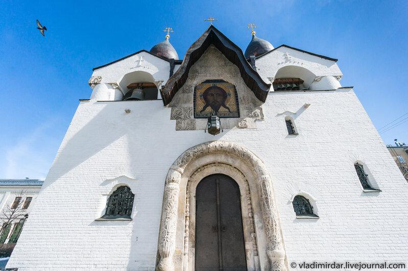 Образ Нерукотворного Спаса. Западный фасад Покровского собора Марфо-Мариинской обители  милосердия.