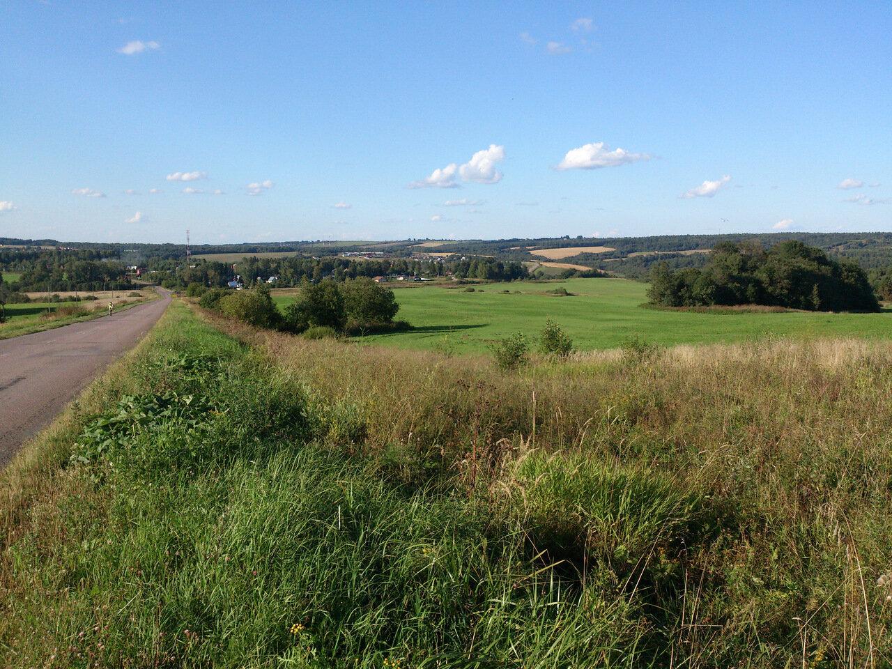 холмы Клинско-Дмитровской гряды в долине Вели особенно живописны
