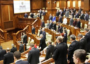 Парламент Молдовы почтил минутой молчания жертв событий на Украине