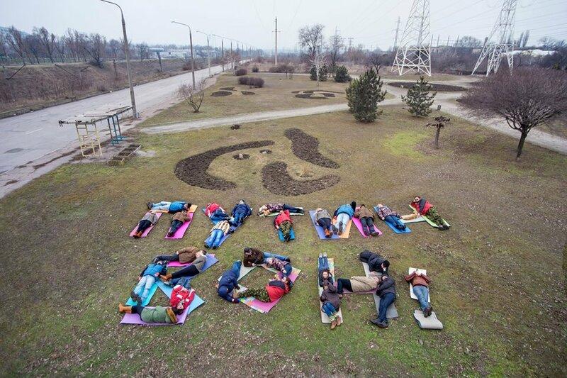 Запорожские йоги творчески поставили Путину ультиматум (ФОТО)
