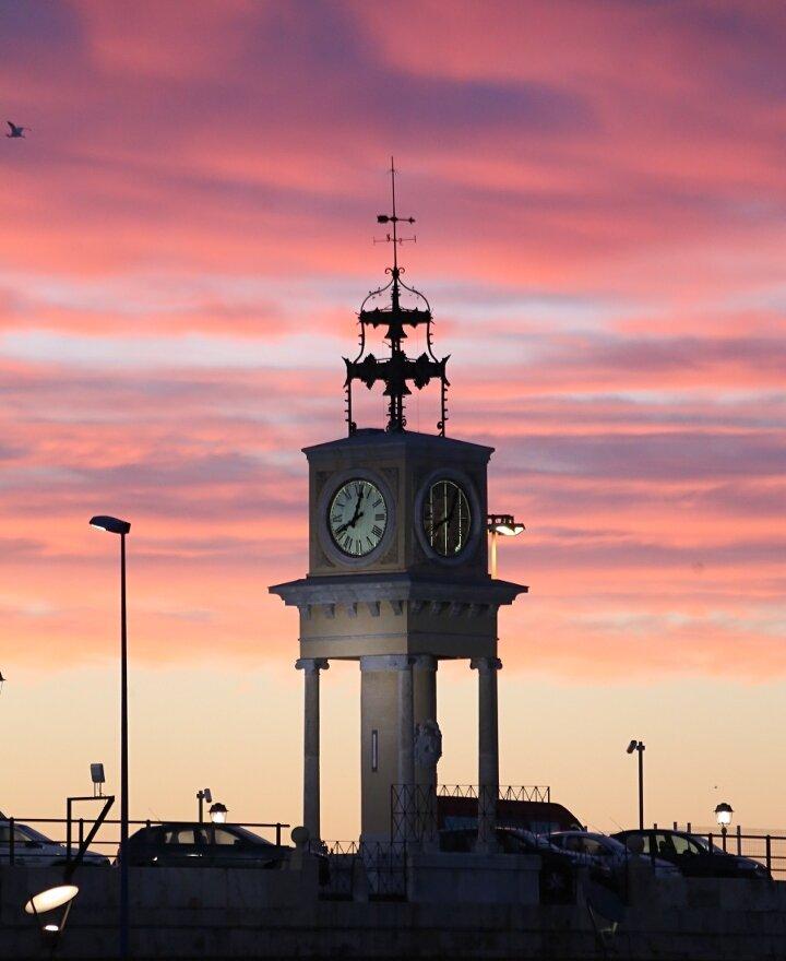 Таррагона. Портовая часовая башня. Torre-rellotge del puerto de Tarragona