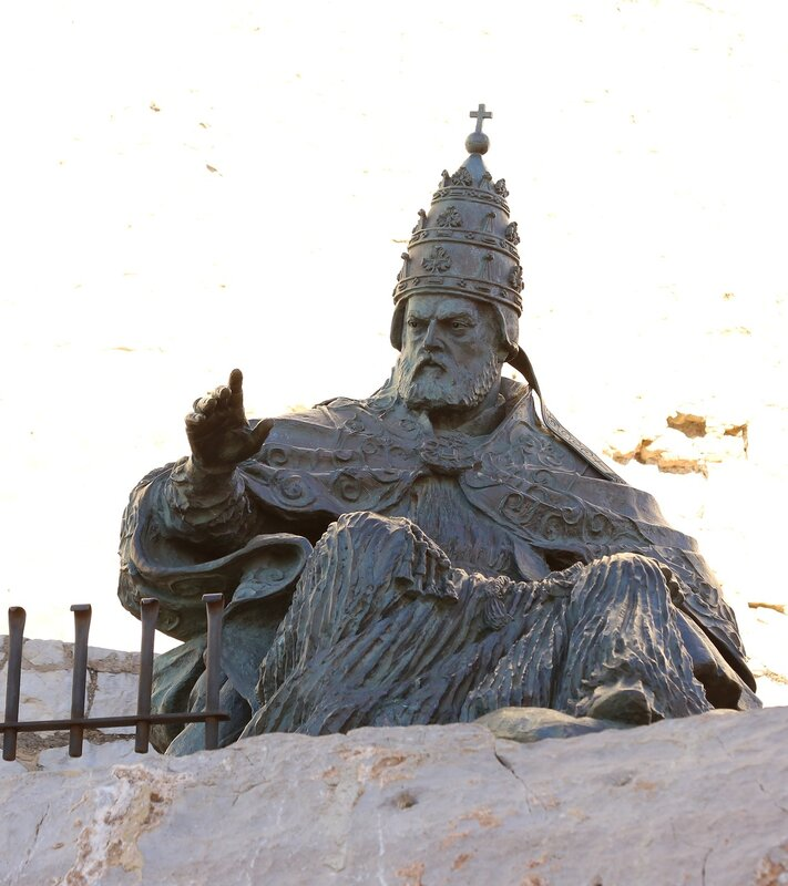Peniscola, Monumento al Papa Luna. Peniscola. Monument To Papa Luna.