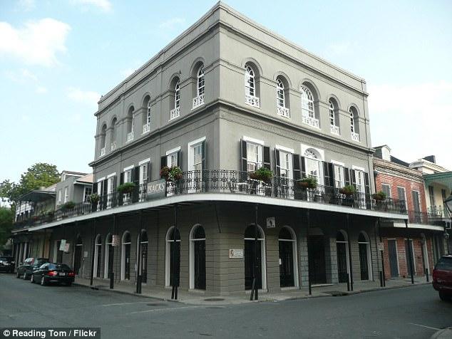 В 2006 году Кейдж приобрел печально известный в Новом Орлеане особняк Лалори почти за 3,5 миллиона д