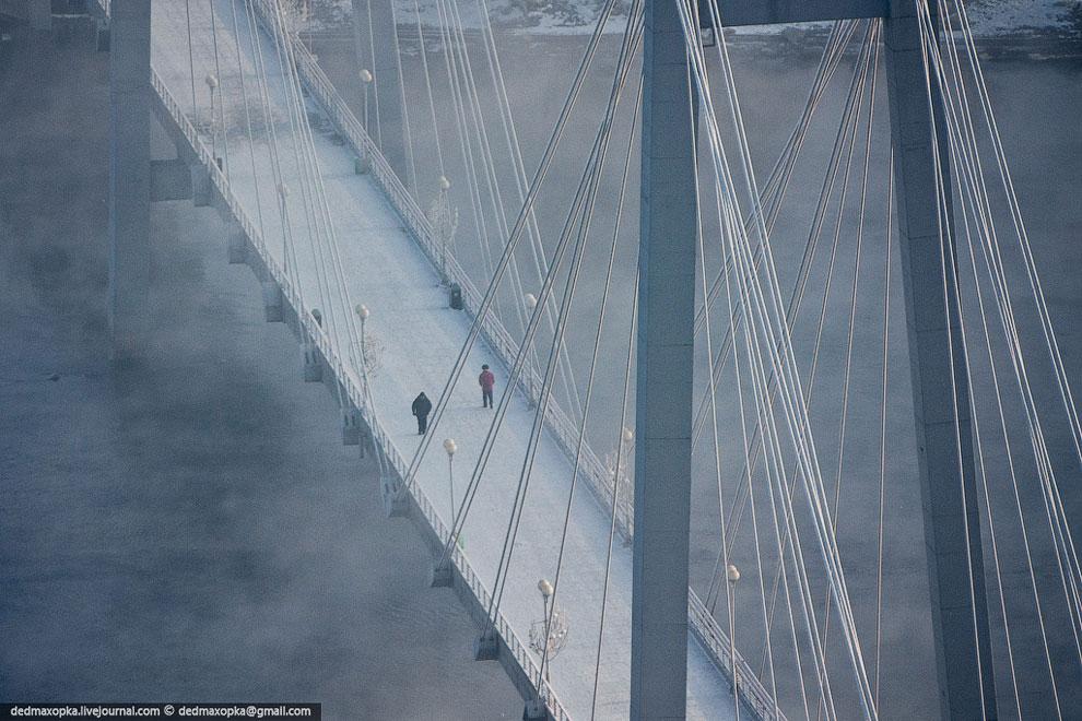 Вид с вантового моста. (Фото Виталия Раскалова):