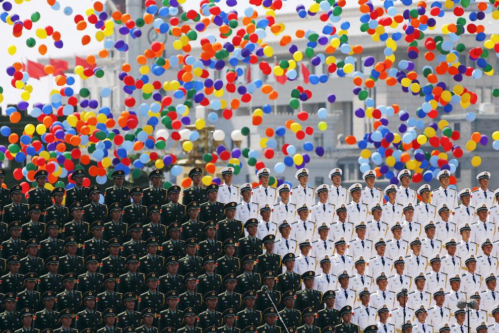 23. Воздушные шары в небе Китая. (Фото Andy Wong):