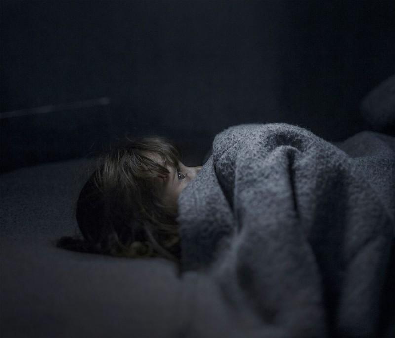 Где и как спят дети-беженцы (12 фото)