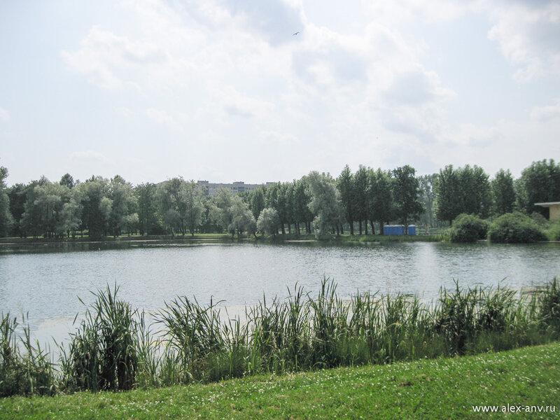 Московский парк Победы. В южной части парка расположено несколько больших озёр...