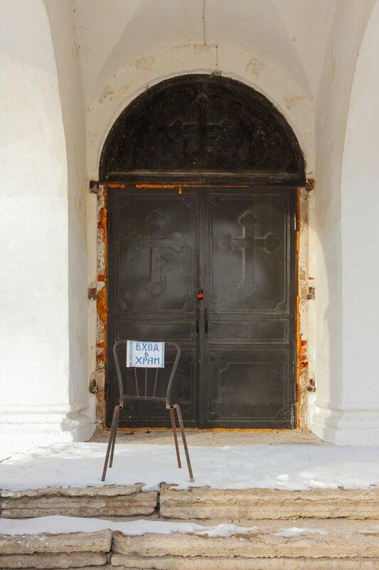 Вход в храм, Никольская церковь в Рогачево