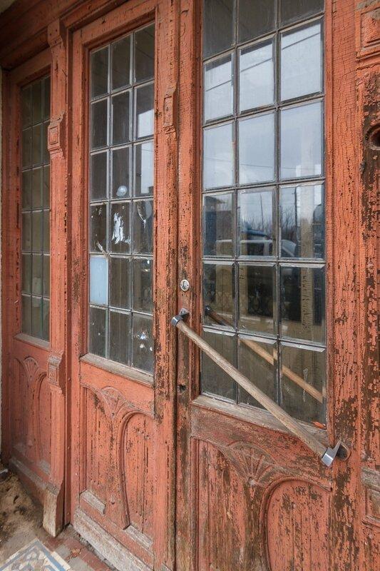 Дверь в здании Городского архива
