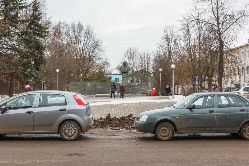 Памятник авиаконструктору А.Н.Туполеву на Майской площади, Кимры