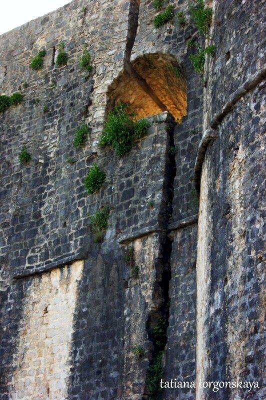 Стена Канли Кулы (вид с внешней стороны)